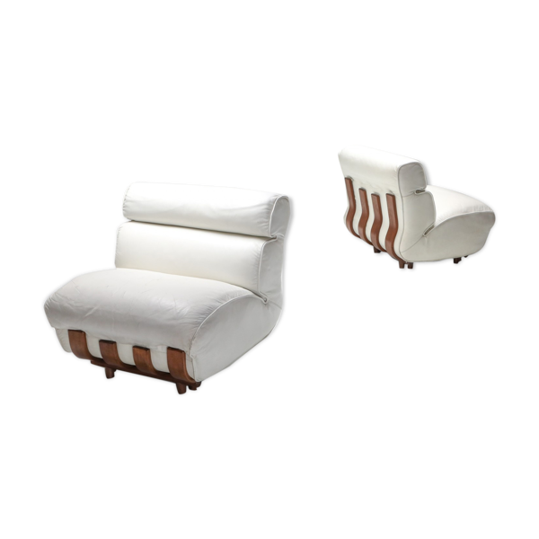 Paire de fauteuils club en cuir blanc par Luciano Frigerio 1980
