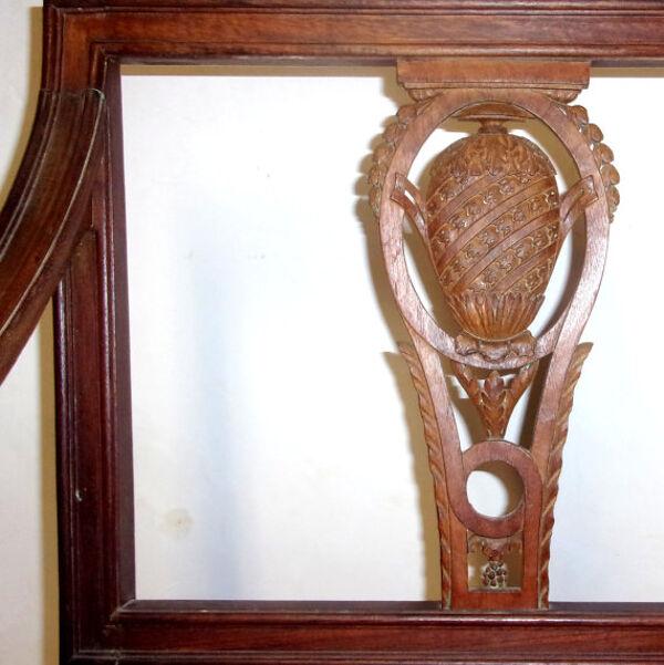 Un fauteuil du début du XXème siècle en bois naturel.