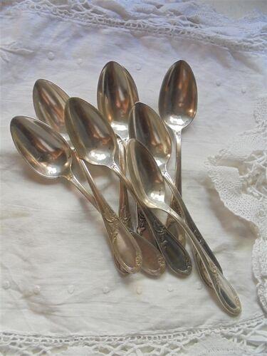 8 cuillères à café en métal argenté