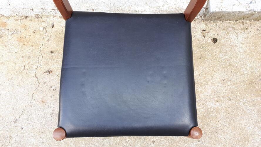 Chaise en teck et skaï noir de style scandinave