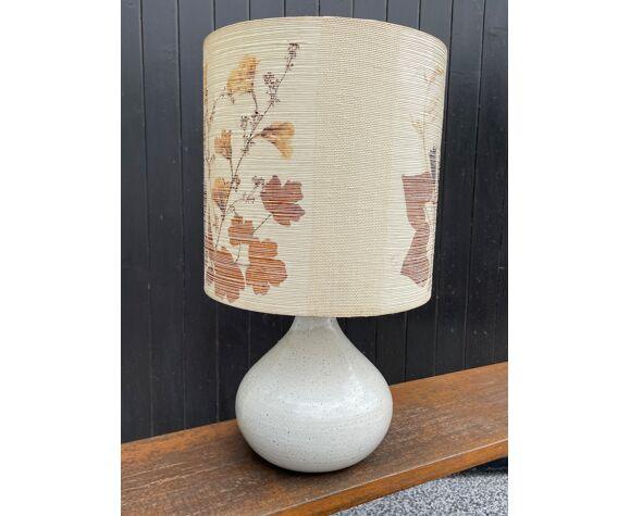 Lampe vintage en gré émaillé et abat jour herbier
