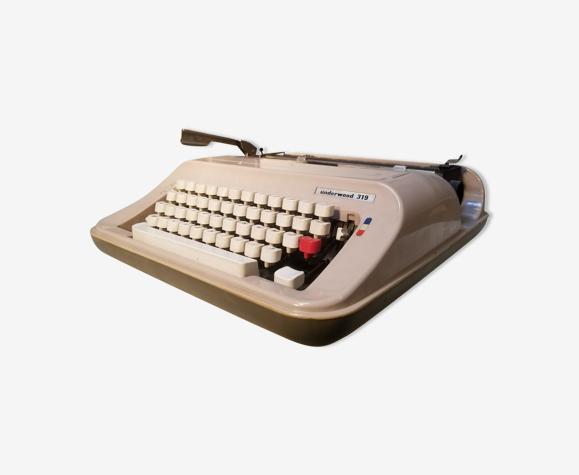 Vintage mechanical typewriter underwood 319 - made in spain