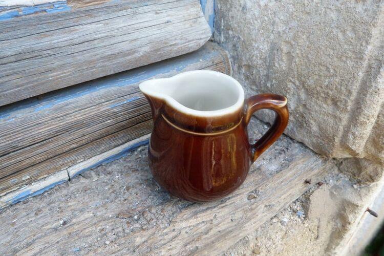 Pot à lait céramique marron blanc style bistrot