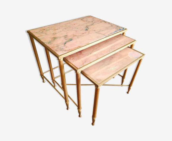 Tables gigognes en laiton et marbre rose