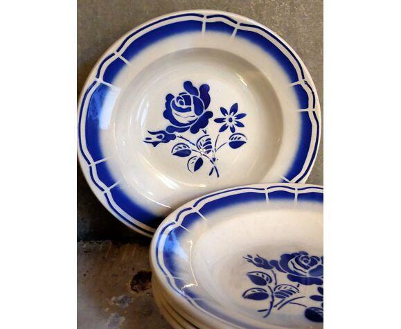"""Cinq assiettes """"grand-mère"""" anciennes à fleurs bleues"""