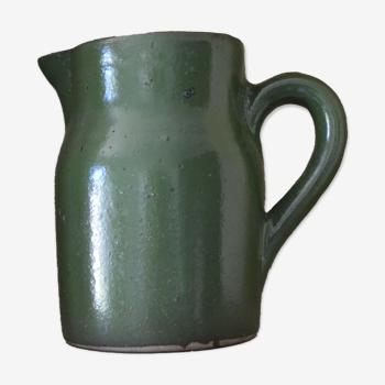 Pichet vert en grès