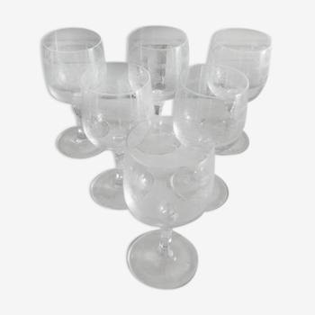 Lot de 24 anciens verres à pieds en cristal gravé