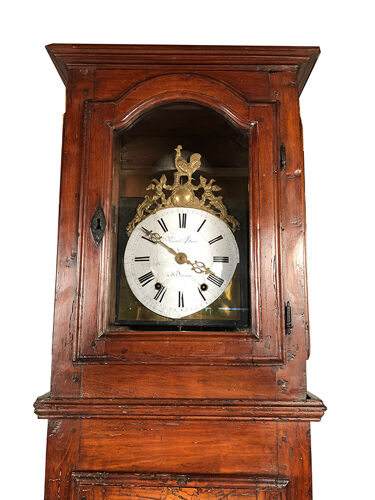 Horloge de parquet en noyer première moitié XIXe, cadran au coq