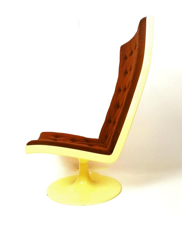 Chaise d'âge spatial en fibre de verre hongroise, années 1970