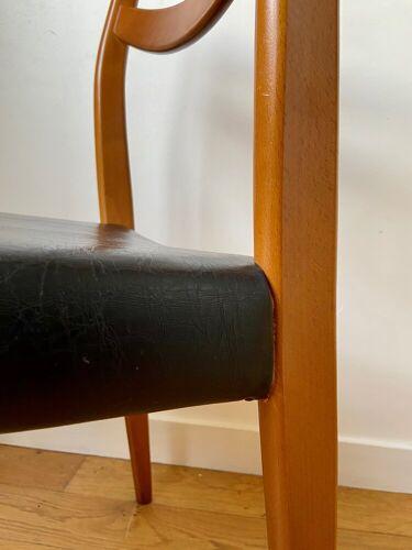 Chaise scandinave en bois et skaï noir