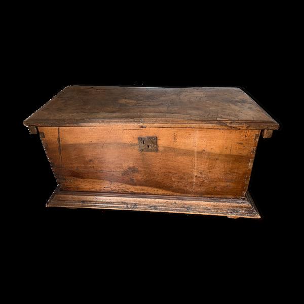Coffre en bois du 17 siècle