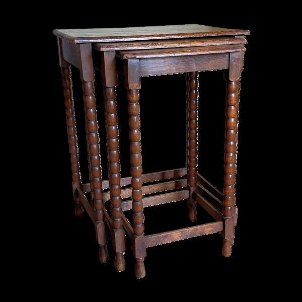 Trois tables gigognes pieds en bois tourné vintages