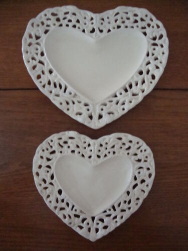 Empty vintage cracked and openwork ceramic pocket and 2 matching cups