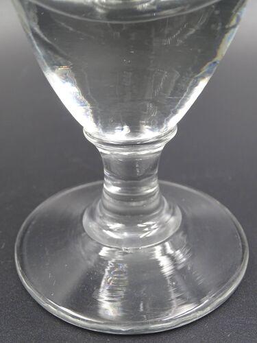Deux anciens verres de bistro
