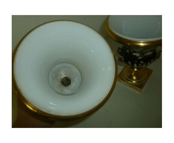 Paire de vases Medicis en porcelaine