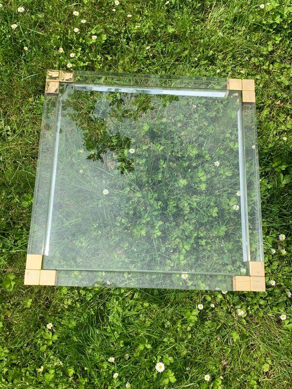 Bout de canapé ou guéridon transparent en plexiglas verre et laiton 1970