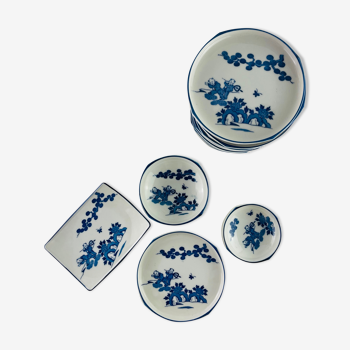 4 bowls and 4 old dishes in Chinese porcelain with children's decorations
