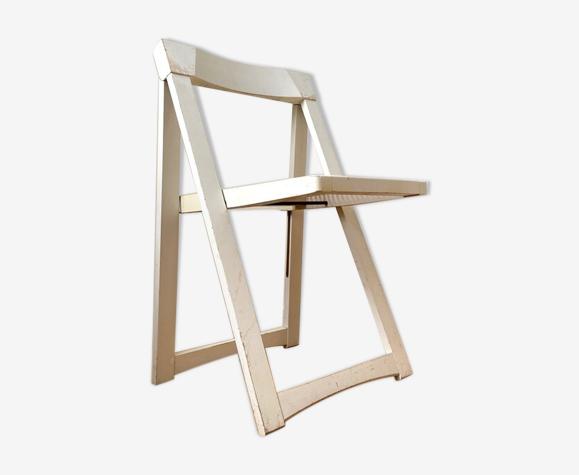 Chaise pliante en bois blanc et cannage