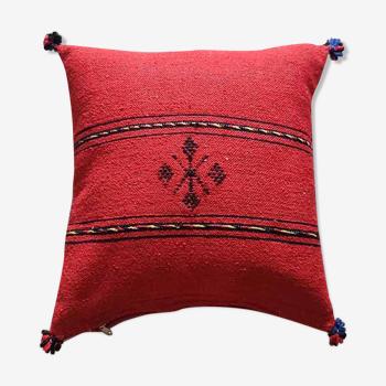 Coussin berbère rouge à pompon en coton