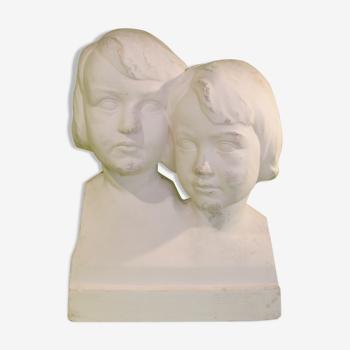Bustes en plâtre ancienne représentant deux têtes d'enfants - Signé H Domis 1933