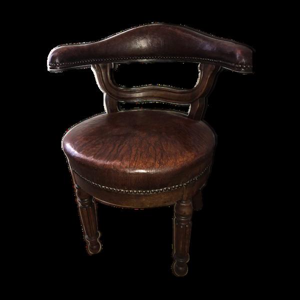 Selency Ancien fauteuil de bureau tournant en cuir les deux pieds postérieurs en sabre