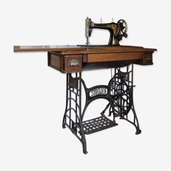 Machine a coudre ancienne à pédale Stoewer