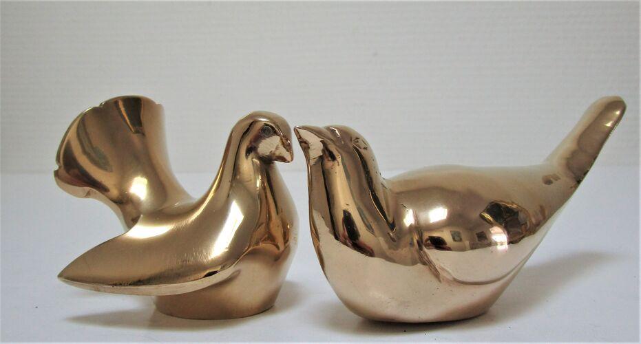 Deux oiseaux sculpturaux laiton massif vintage colombe et merle
