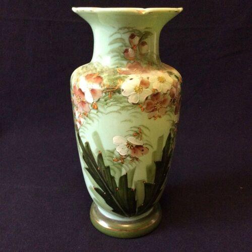 Vase balustre en opaline Louis Philippe florale XIXe