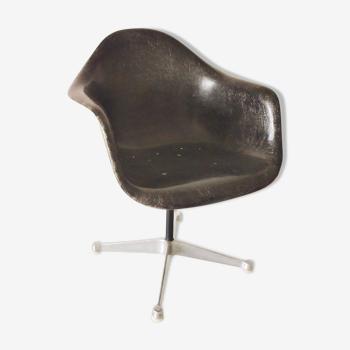 Fauteuil Eames vintage pivotant Herman Miller