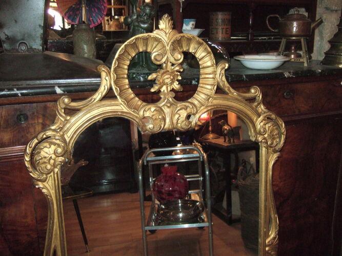 Miroir de style Louis XV en bois sculpté doré début XX eme