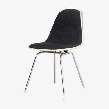 Chaise DSS de Charles & Ray Eames édité par Herman Miller Fehlbaum