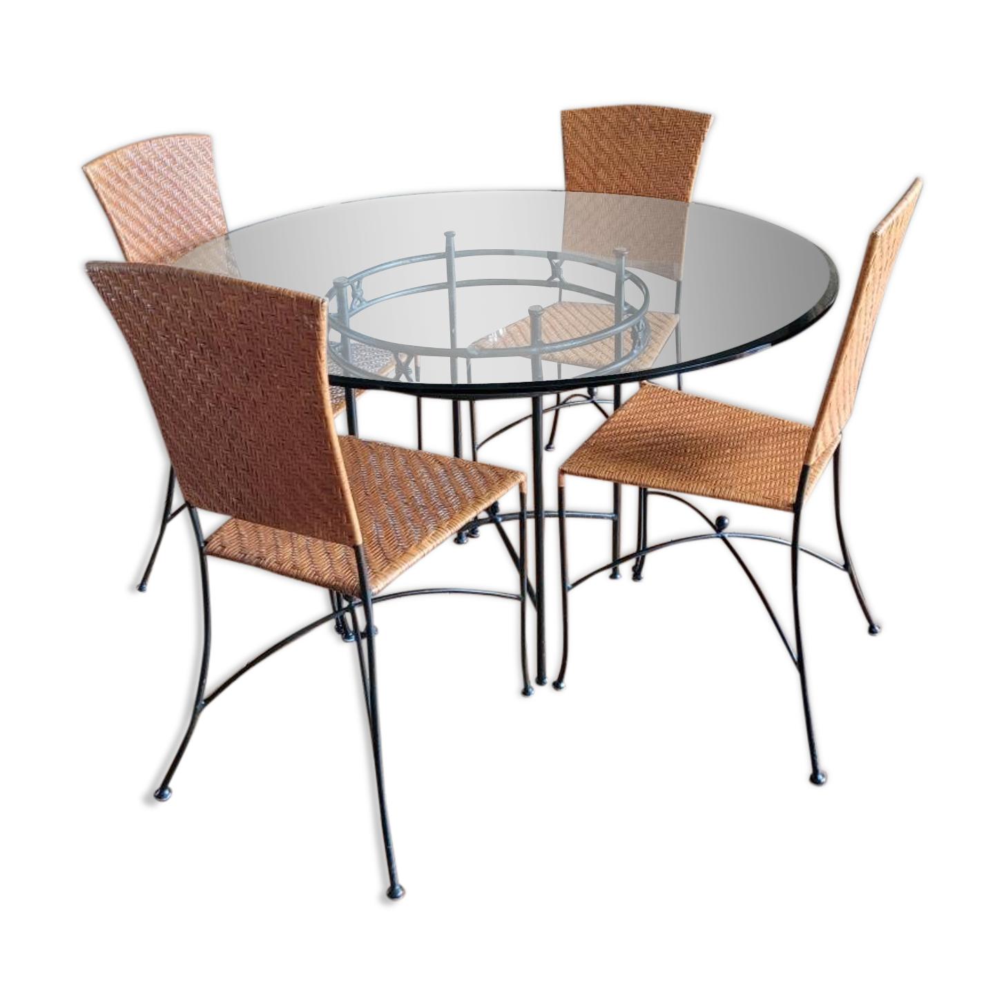 Table verre et métal et ses 4 chaises osier et verre Roche Bobois