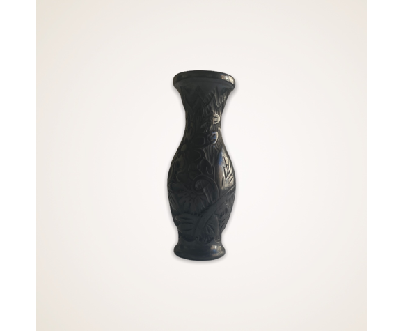 Vase en argile noire