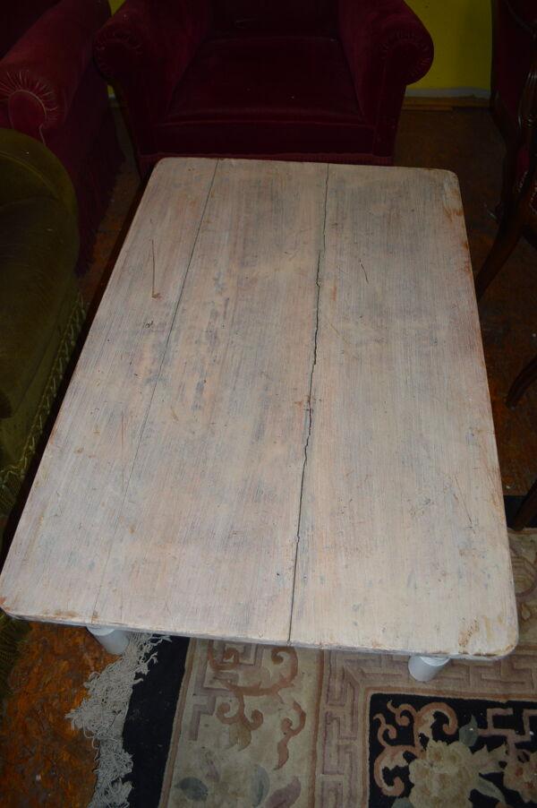 Table de salon patinée blanc