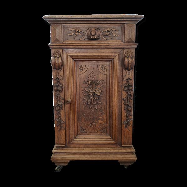 Table de chevet sculpté en chêne