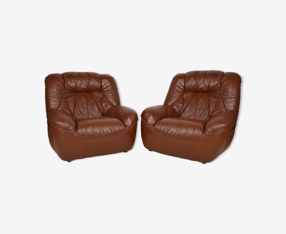 Paire de fauteuils clubs vintage en cuir circa 1970-1980