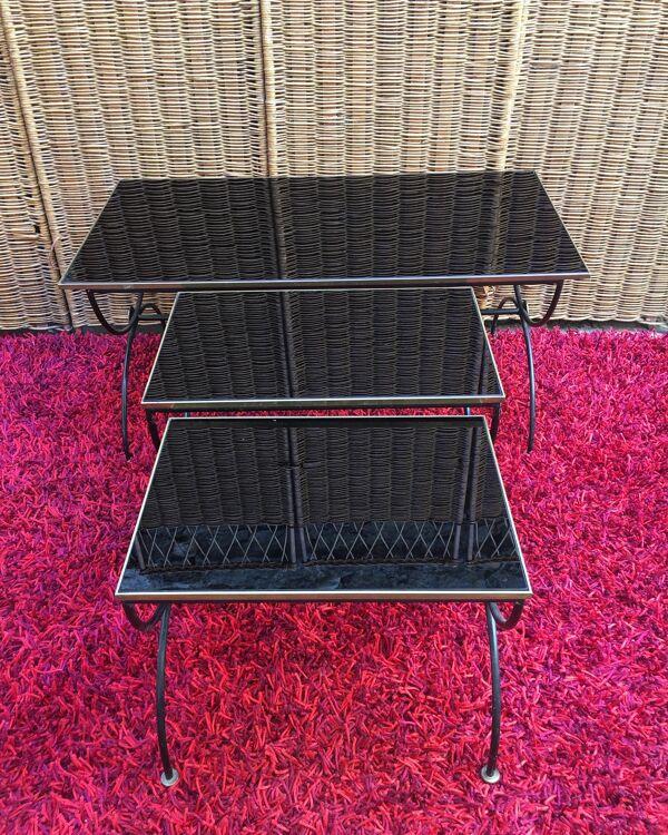 Ensemble de tables gigognes en verre noir, bronze et métal