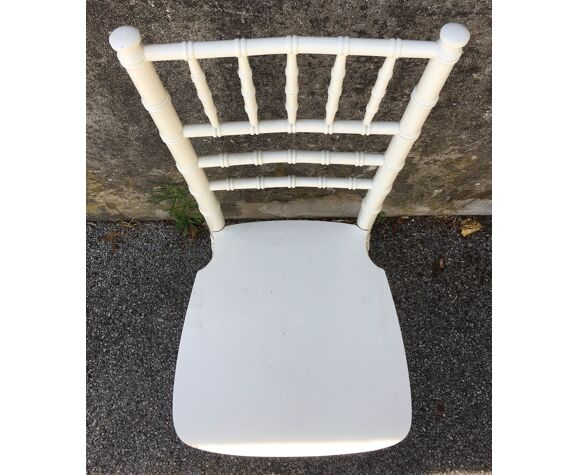 Chaises en bois blanches