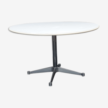 Table Aluminium Group by Charles et Ray Eames