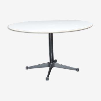 Table Aluminium Group de Charles et Ray Eames