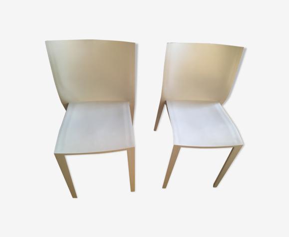 Chaises slick slick par Philippe Stark