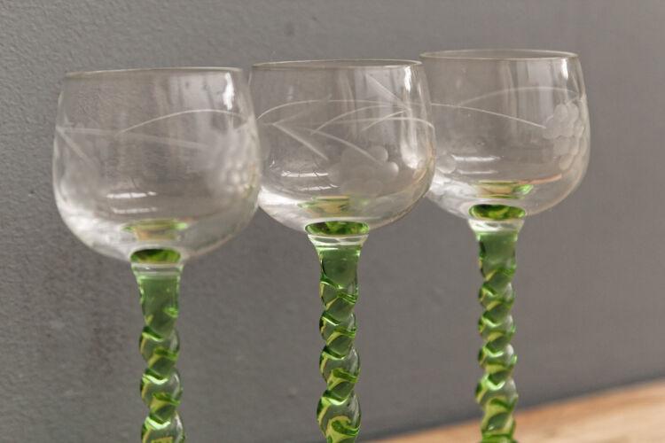 Lot de 3 verres à digestif gravés, origine Alsace