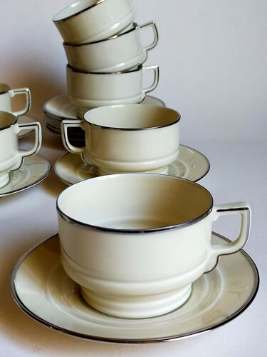 Huit tasses à café porcelaine fine Tchécoslovaque ART-DÉCO années 40