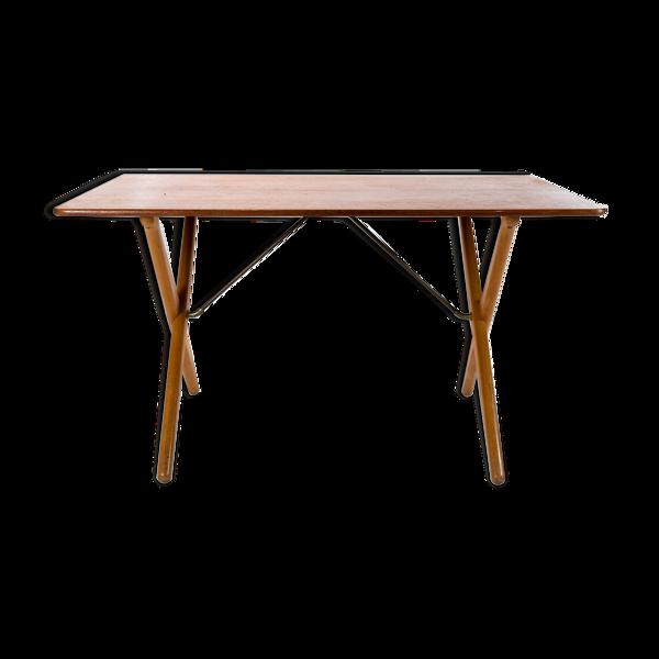 Table basse à pieds croisés, modèle AT-308, conçue par Hans J. Wegner