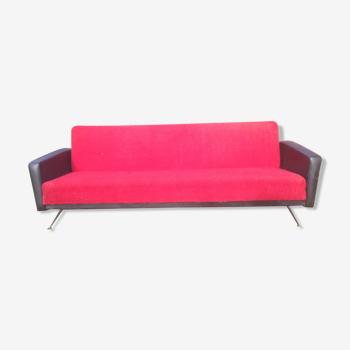 Canapé daybed vintage 70 en skaï noir et tissu rouge convertible en bon état.