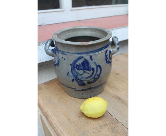 Pot in sandstone
