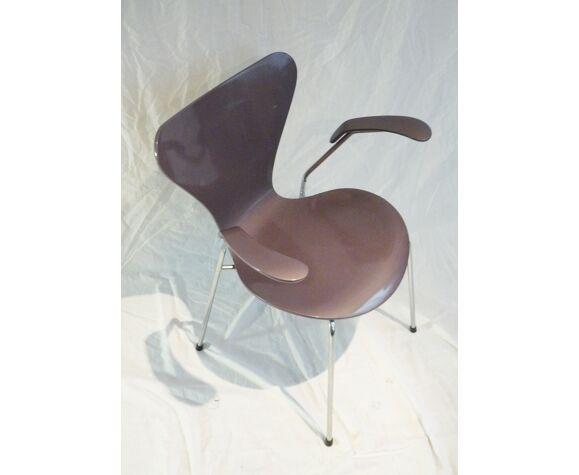 Fauteuil modèle 3207 d'Arne Jacobsen