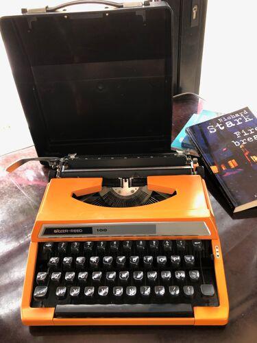 Machine à écrire portative Silver Reed 100