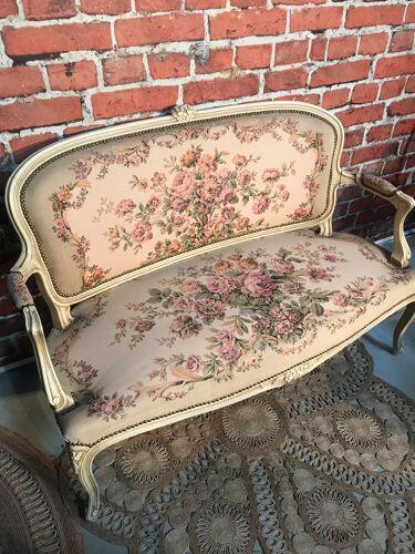 Ensemble canapé et deux chaises style Louis xv