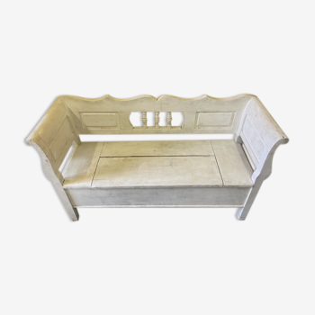 Old wooden white valve bench with storage space